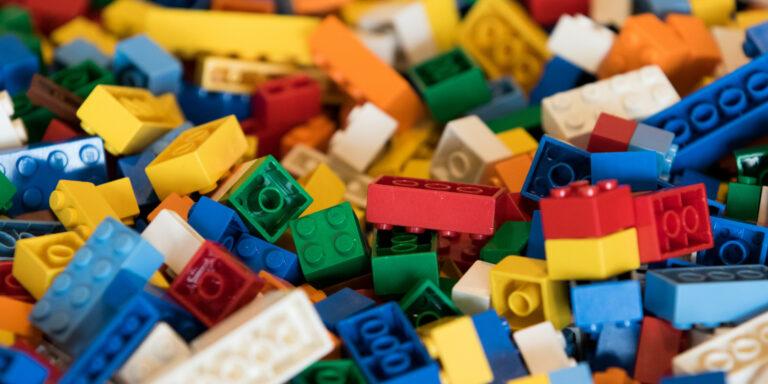 Consejos para organizar y limpiar LEGOs durante la cuarentena